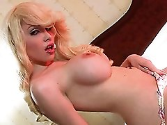 Amazing Sarina spreads and strokes